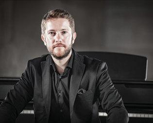 PRÉSENTATION DU PIANO GEWA UP400 AVEC PAUL MONTAG